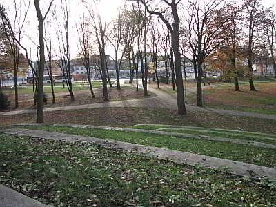 Sonnig und einladend präsentiert sich der Huckelrieder Park